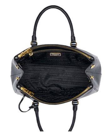 24470d169b52 Контрастная подкладка – не метод «Прада». Фирменный стиль компании  предполагает максимально возможное соотношение цвета внешнего материала и  подкладки, ...